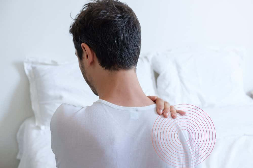 How can side sleepers prevent shoulder pain?
