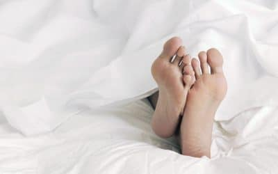 5 surprising benefits of sleeping naked